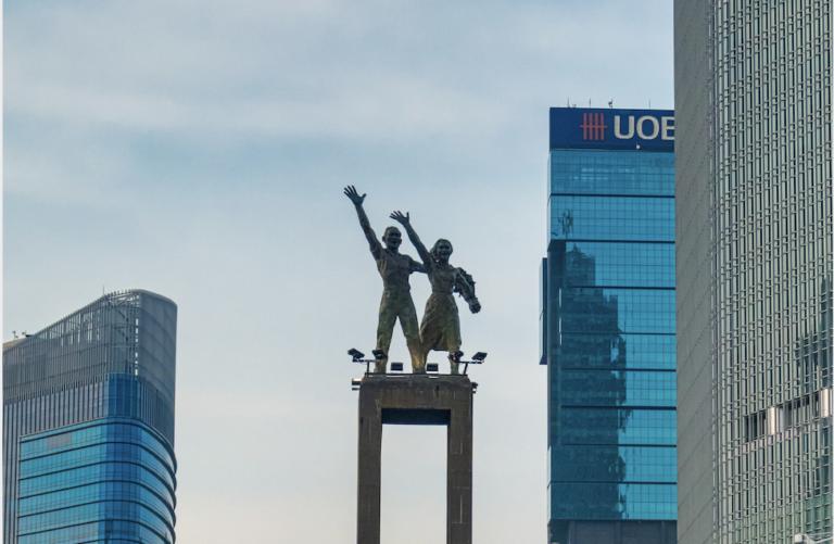 ジャカルタの中心タムリンに建つ像